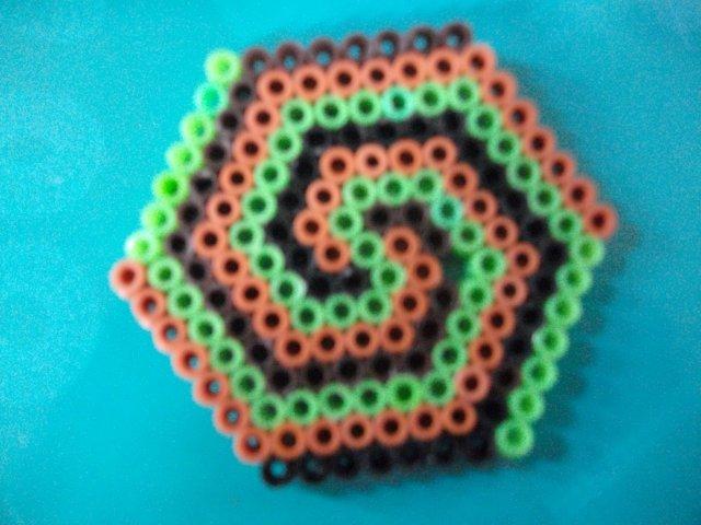 1000 images about perler hexagon on pinterest perler bead patterns perler beads and hama. Black Bedroom Furniture Sets. Home Design Ideas